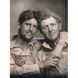 Ils s'aiment : un siècle de photographies d'hommes amoureux 1850-1950   Hugh , Nini. Auteur